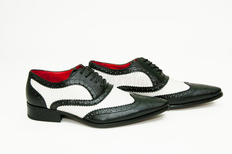 Chaussures noires et blanches de bandit photo libre de droits