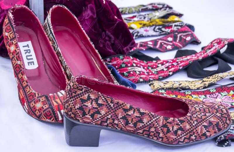 Chaussures peu communes du ` s de femmes photos stock