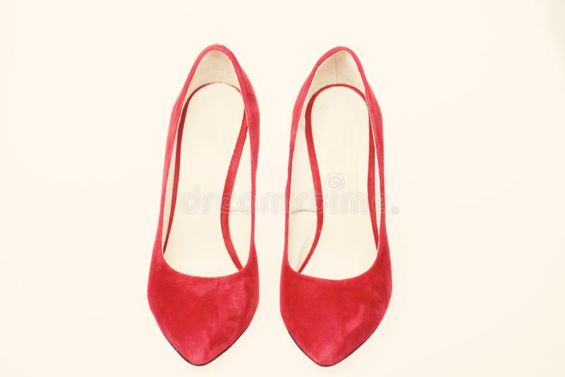 Chaussures pour des femmes avec les talons hauts minces Paires de chaussures de pompe gîtées par haute à la mode Le stylet élégan images stock