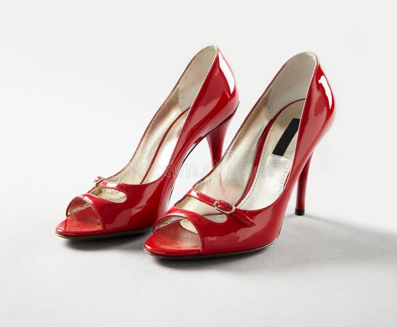 Chaussures rouges de talons hauts photo libre de droits