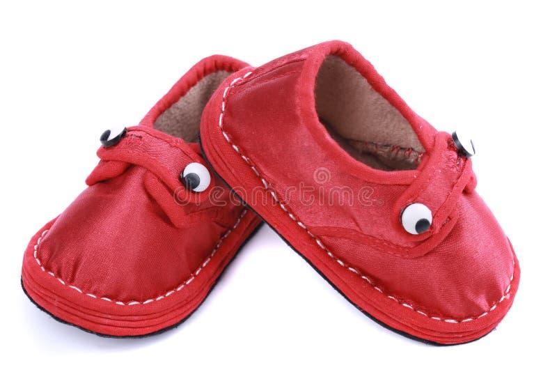 Chaussures rouges de tissu pour des enfants image stock