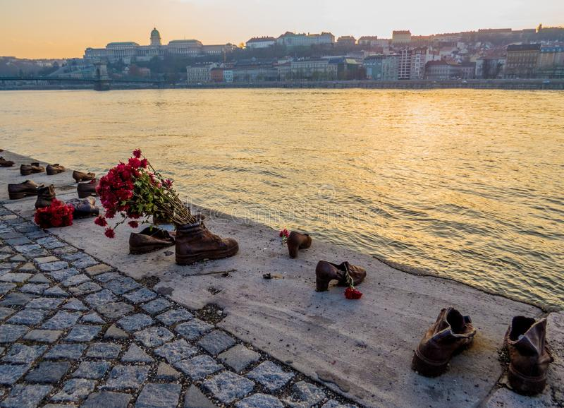 Chaussures sur la banque de Danube, Budapest image libre de droits