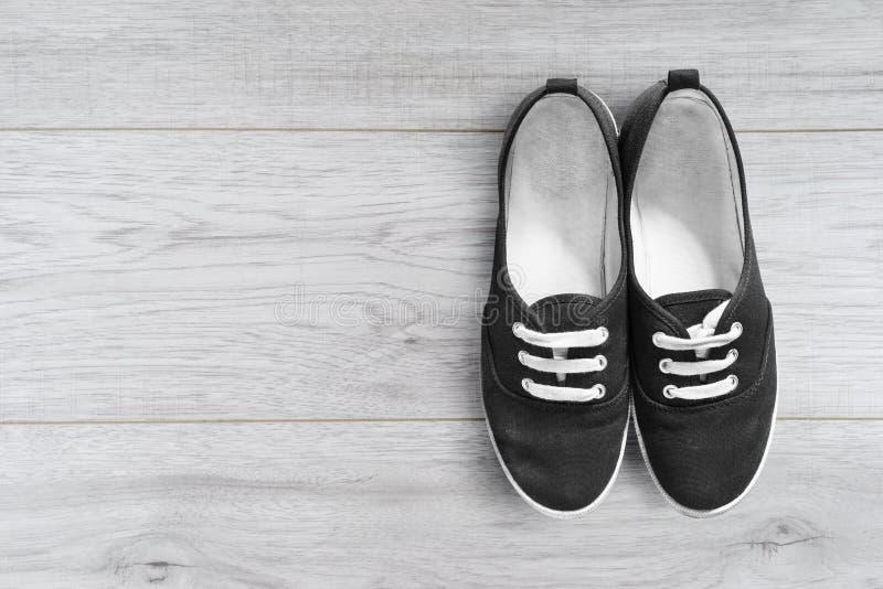 Chaussures sur un plancher photo libre de droits