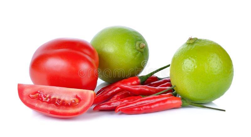 Chaux, tomate, piment d'isolement sur le fond blanc image libre de droits