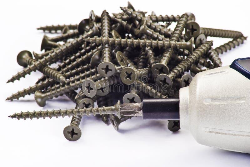 Chave de fenda e parafusos elétricos fotografia de stock