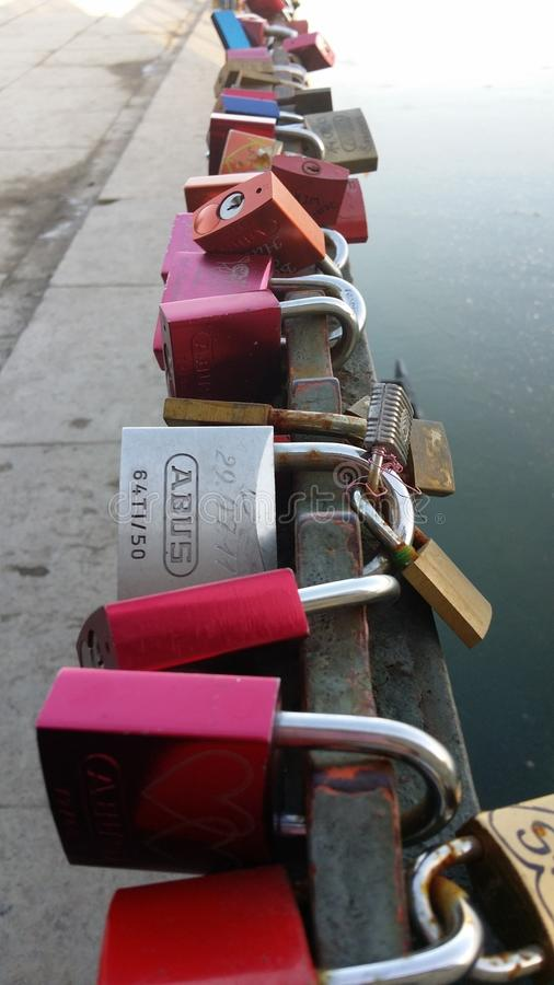 A chave do amor fotografia de stock
