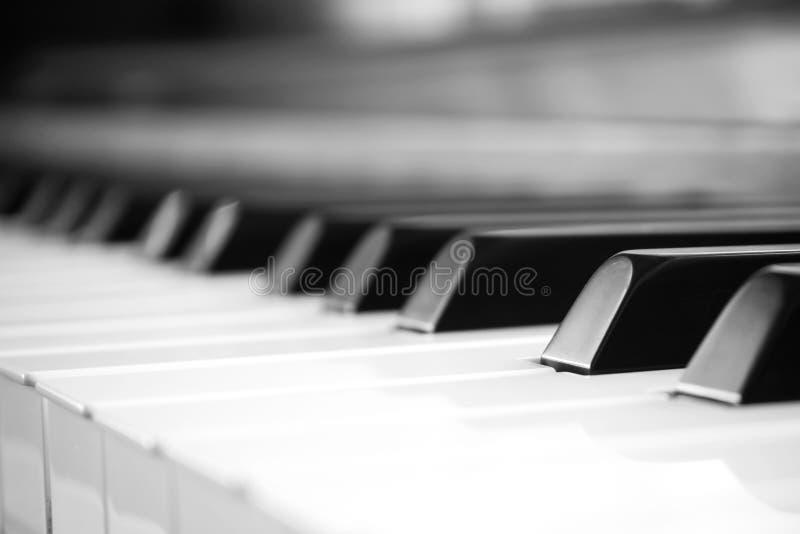 Chave do piano do close up Fundo do sumário e da arte Música clássica imagens de stock royalty free