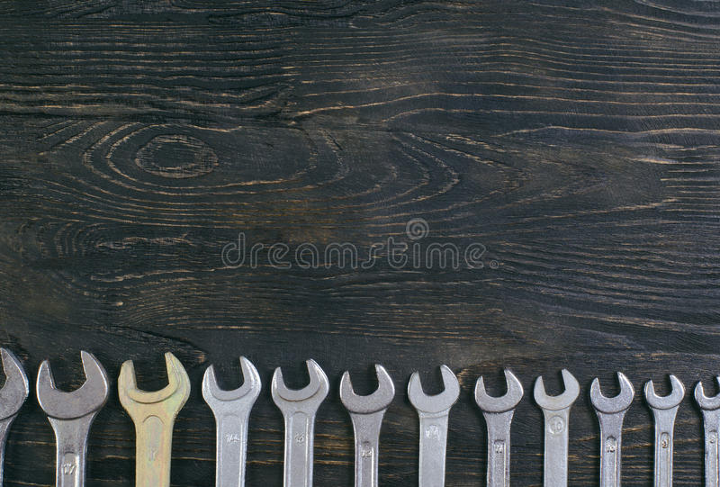 Chave inglesa de madeira do fundo imagem de stock royalty free