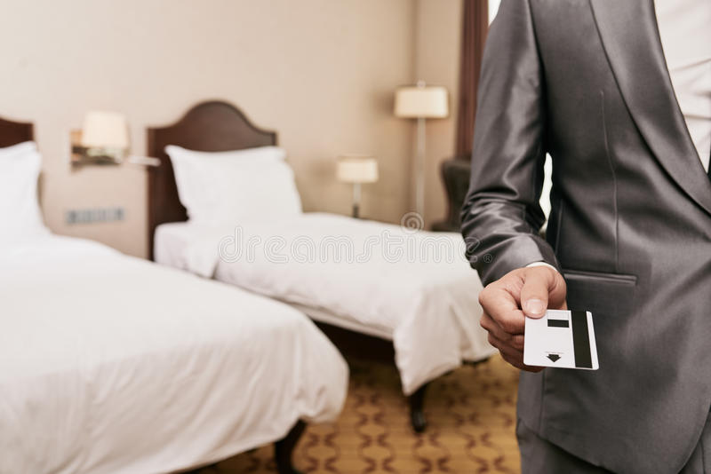 Chave para a sala de hotel imagens de stock royalty free