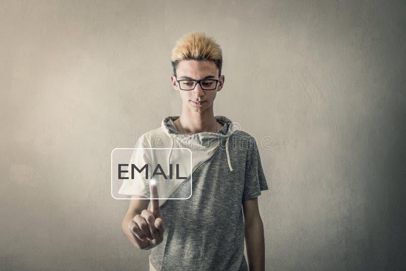 Chave tocante do email da tela virtual do menino imagens de stock royalty free