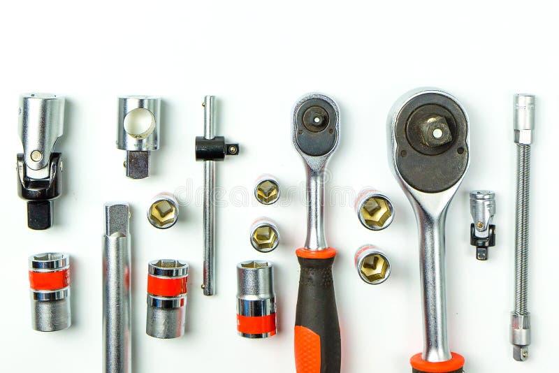 Chaves de chave inglesa do soquete no fundo branco para ferramentas mecânicas imagens de stock royalty free
