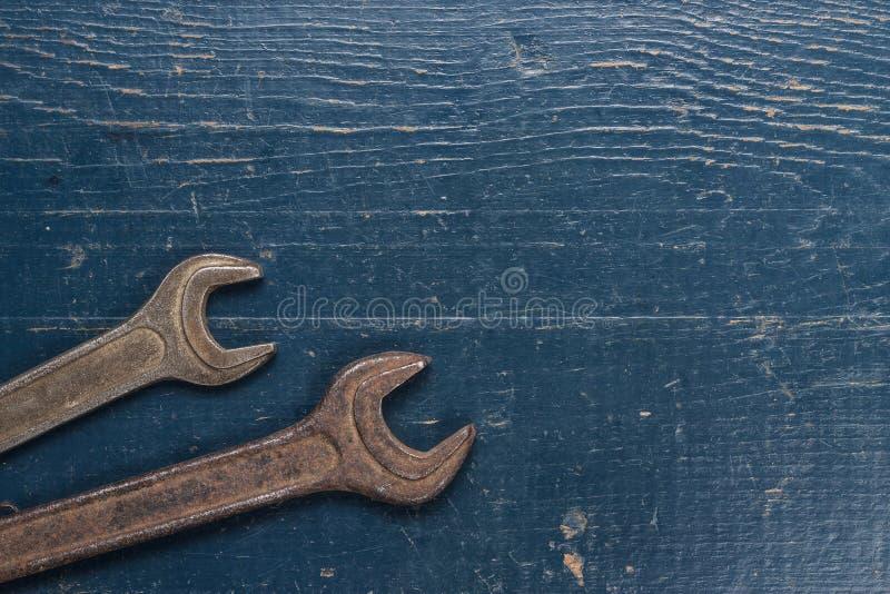 Chaves de parafuso oxidadas velhas imagem de stock