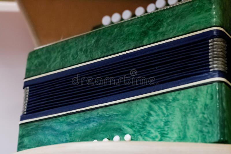 Chaves de um armário de acordeão verde imagem de stock