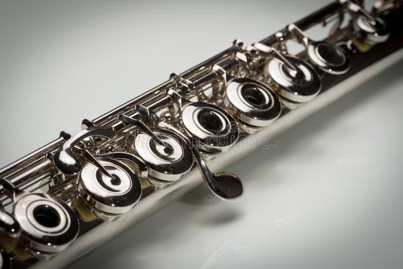 Chaves de uma flauta de prata chapeada platina imagens de stock royalty free