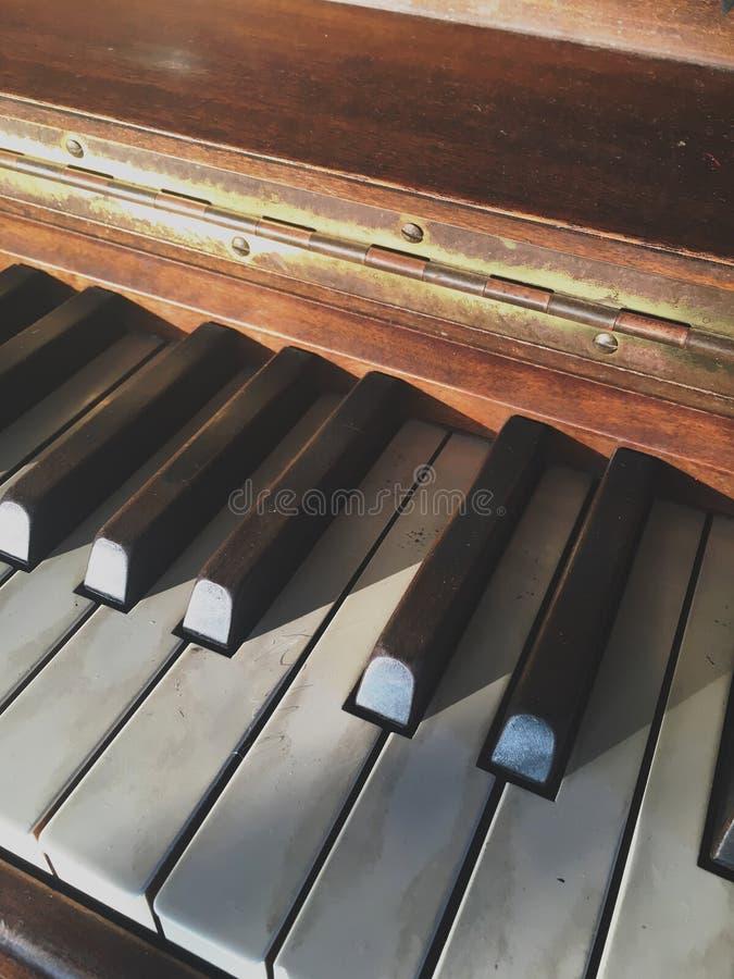 Chaves do piano do vintage fotografia de stock royalty free