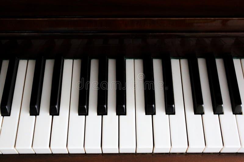 Chaves preto e branco do piano na perspectiva fotos de stock