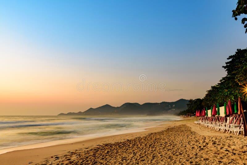 ChawengBeach海边风景在苏梅岛海岛,南部泰国 免版税库存照片