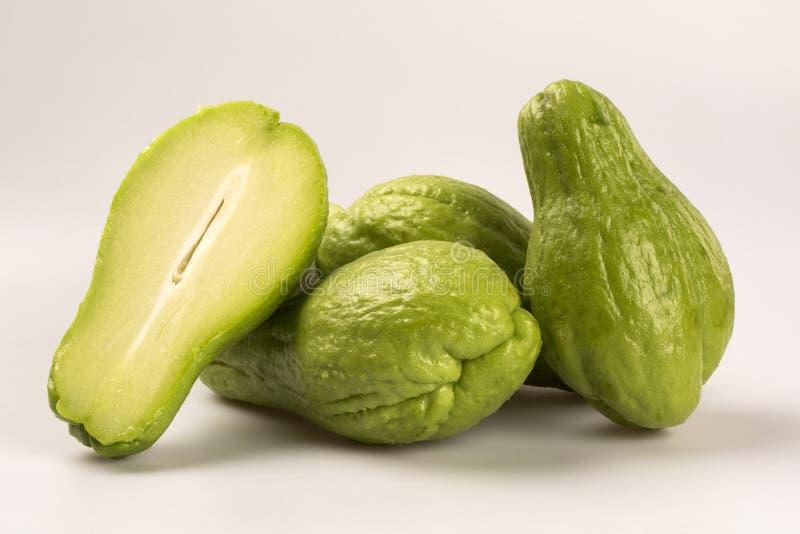 Chayoten (Sechium edule) är en grönsakinföding till den södra amerien royaltyfria foton