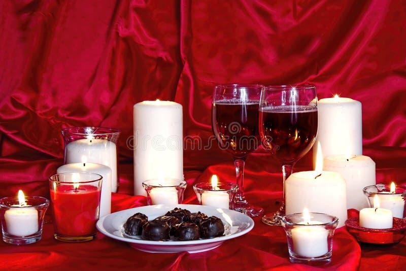 Chcolates, κρασί και κεριά στοκ φωτογραφία