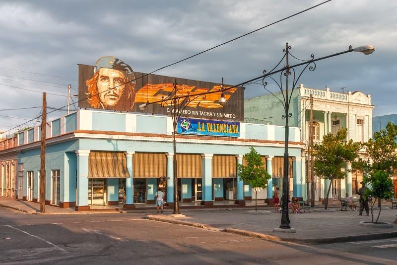 Che Guevara baner på byggnad royaltyfri fotografi
