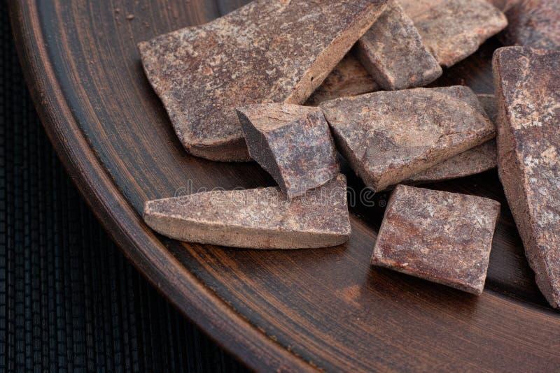 Cheap de pâte de cacao sur une plaque image stock