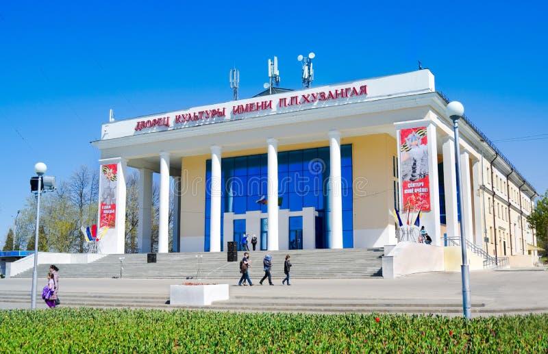CHEBOKSARI, CHUVASHIA, RUSIA PUEDE, 9: Palacio de la cultura nombrado después de Huzangaya, Cheboksari en mayo 9,2014r foto de archivo