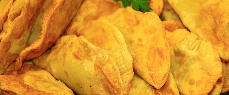 Cheburek, nourriture caucasienne traditionnelle. photo libre de droits