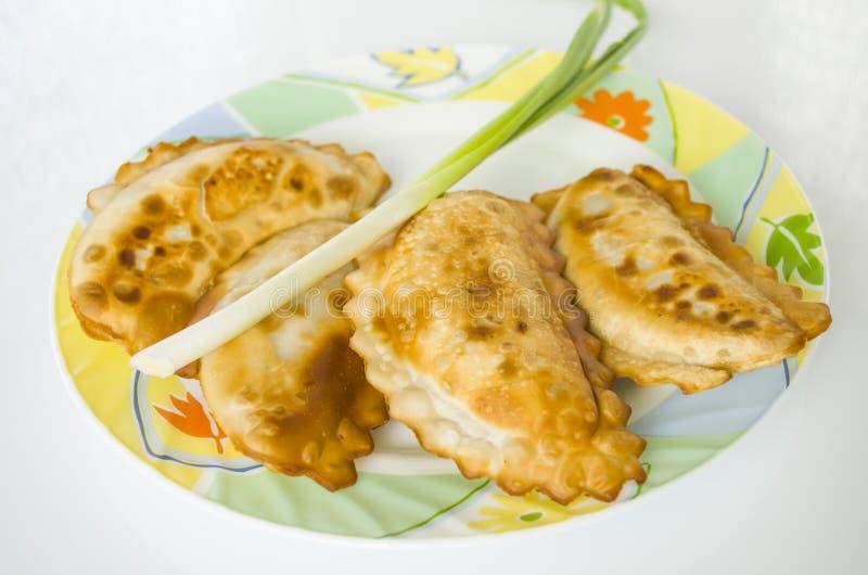 Cheburek, refeição, petisco, pastelaria, alimento, comendo, placa, torta, aperitivo imagem de stock royalty free
