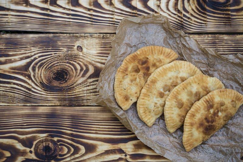 Chebureks в деревенском стиле стоковые изображения rf