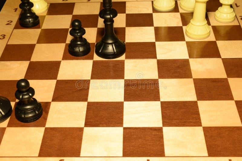 Chechered deska pod biel kawałkami jako czasu wolnego pojęcie zdjęcie royalty free