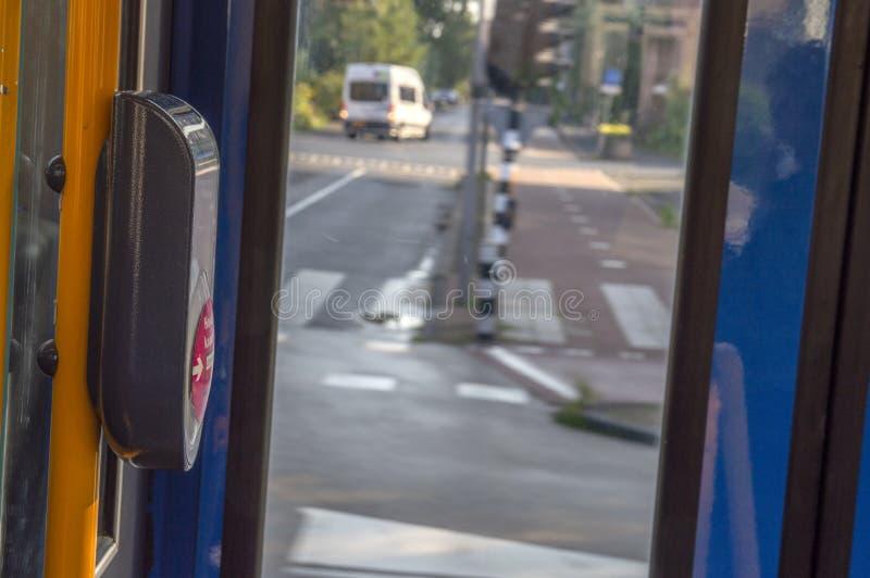 Check In Check-Out in Inside a Tram in Amsterdam Niederlande 2019 lizenzfreie stockfotos