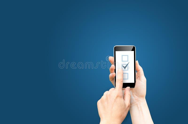 Checkboxes en la pantalla del teléfono imagenes de archivo
