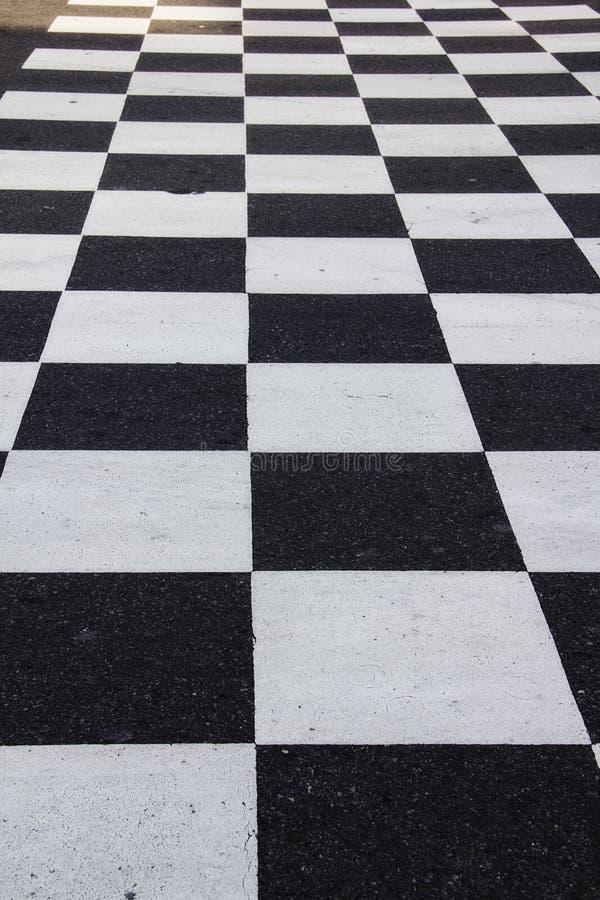Checker deska gruntuje w drodze przy Nascar hall of fame w Charlotte Pólnocna Karolina obraz stock