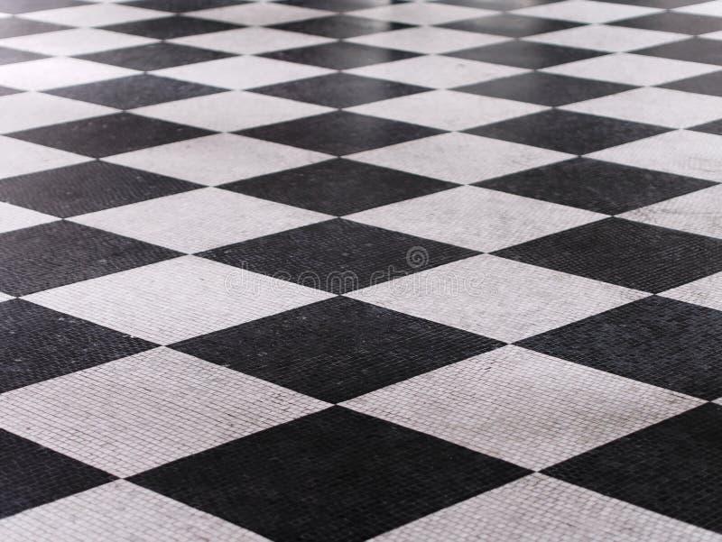 Checkered Marmorfu?bodenschwarzweiss-muster lizenzfreie stockbilder