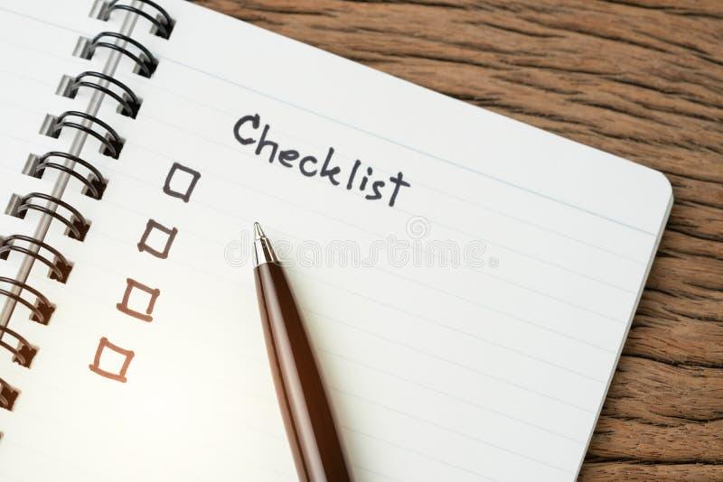 Checkliste, Liste zu tun, geben oder Anzeige für Projektplan, selektiver Fokus auf Stift mit Handschriftsschlagzeile das Wort Pri lizenzfreies stockfoto