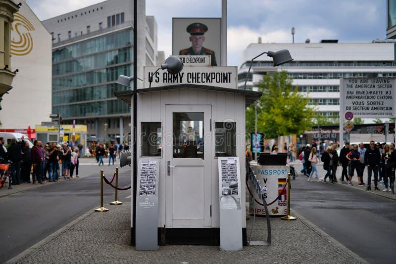 Checkpoint Charlie eller 'testpunkt C 'Berlin Europe arkivbild