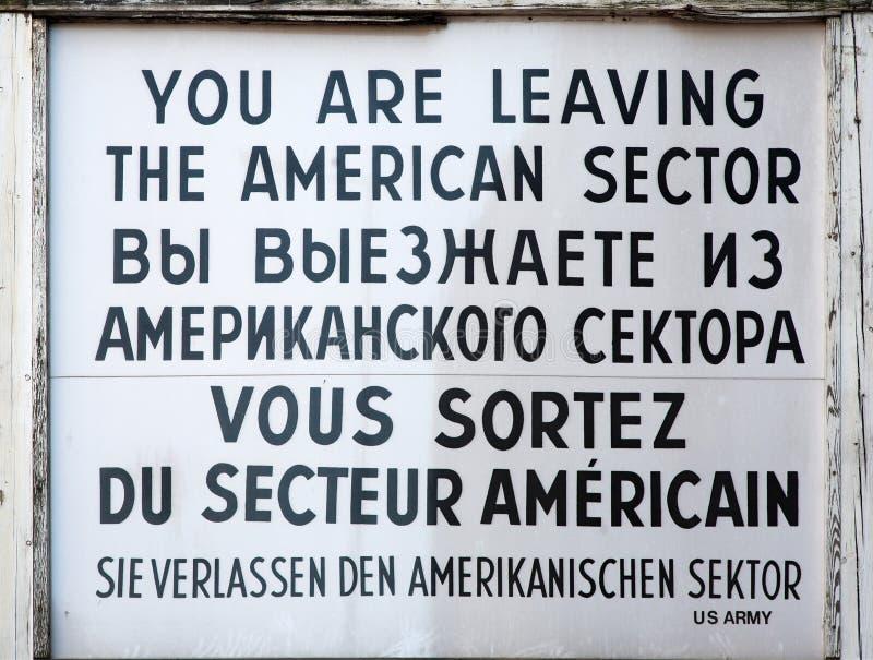 Checkpoint Charlie tecken arkivfoton