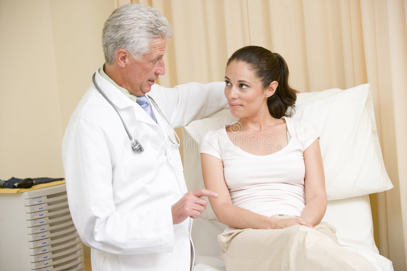 checkup doctor exam giving room woman στοκ φωτογραφία με δικαίωμα ελεύθερης χρήσης