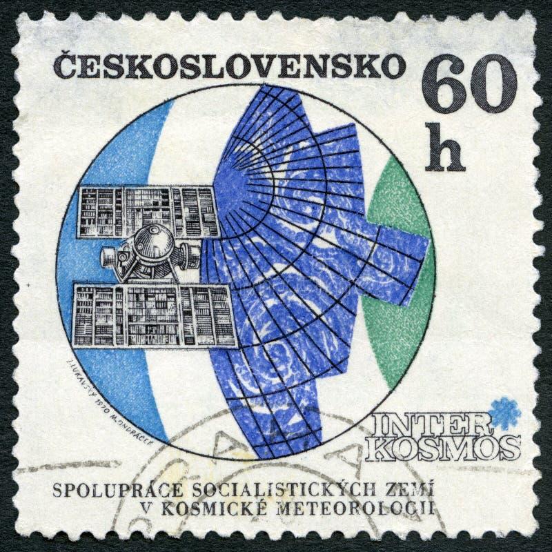 CHECOSLOVÁQUIA - CERCA DE 1970: mostra a Molniya o satélite meteorológico, Interkosmos, satélite solar da pesquisa imagens de stock royalty free