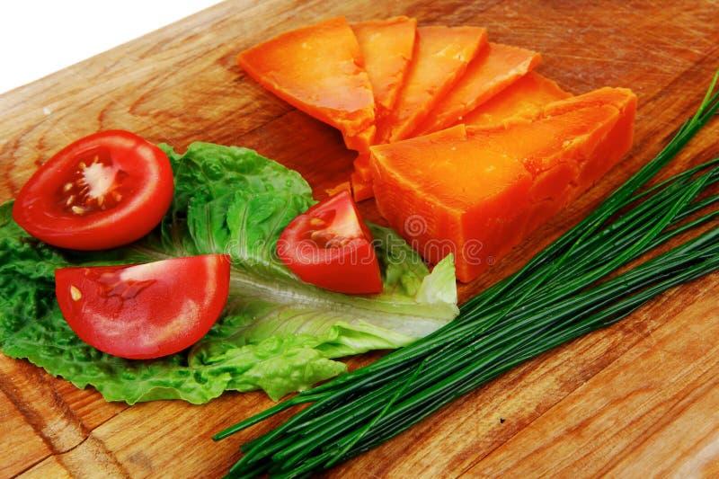 Cheddar délicieux âgé par orange photographie stock libre de droits