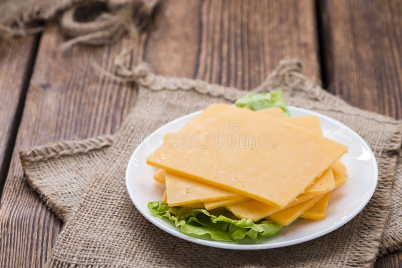 Cheddarkäse-Scheiben lizenzfreies stockfoto