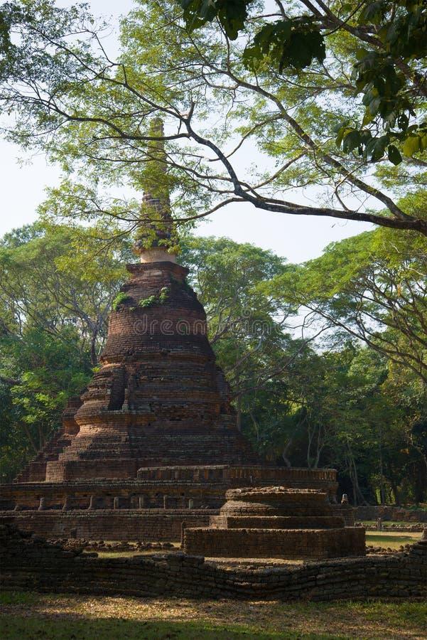 Chedi antigo do templo budista Wat Nang Phaya no parque histórico do si Satchanalai tailândia fotografia de stock