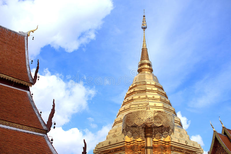 Download Chedi D'or Chez Chiang Mai, Thaïlande Photo stock - Image du thailand, ensoleillé: 87706958
