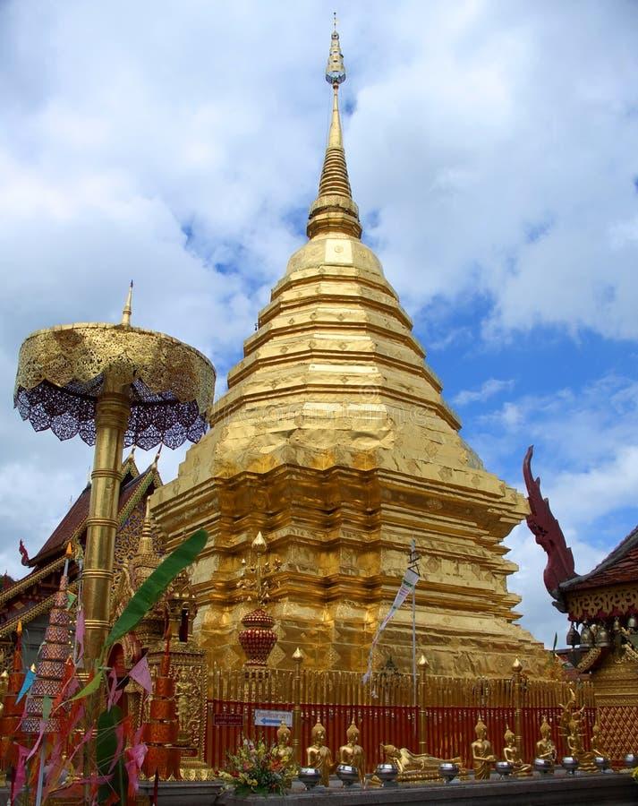 Chedi in de Tempel van Doi Sutep stock fotografie