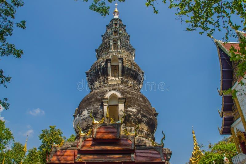 Chedi distintivo velho em Wat Ku Tao (templo do pagode da cabaça) em Chiang Mai, Tailândia O templo é chamado ku tao devido a i foto de stock