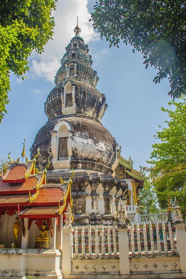 Chedi distintivo velho em Wat Ku Tao (templo do pagode da cabaça) em Chiang Mai, Tailândia O templo é chamado ku tao devido a i fotos de stock