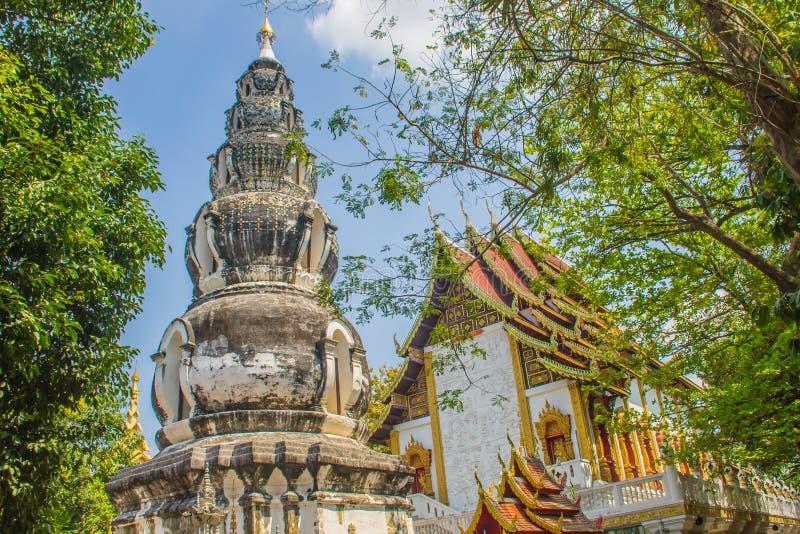 Chedi distintivo velho em Wat Ku Tao (templo do pagode da cabaça) em Chiang Mai, Tailândia O templo é chamado ku tao devido a i imagem de stock