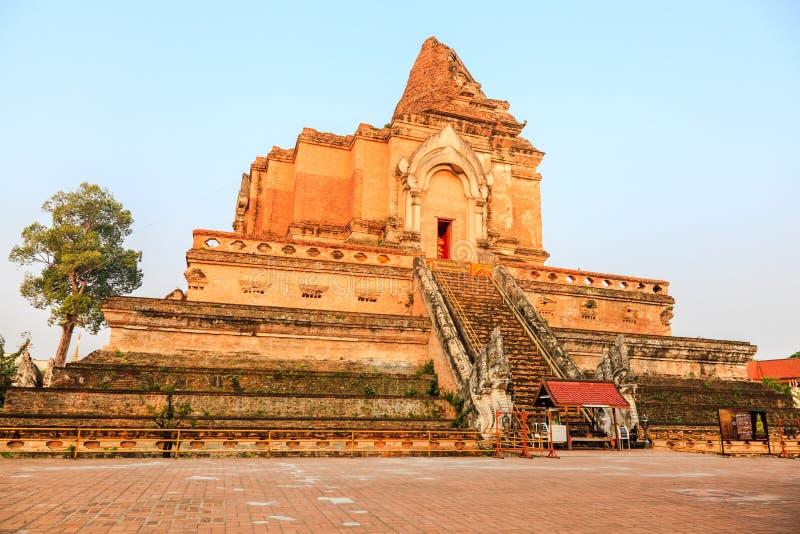 Download Chedi van Wat luang stock afbeelding. Afbeelding bestaande uit oriëntatiepunt - 29513109