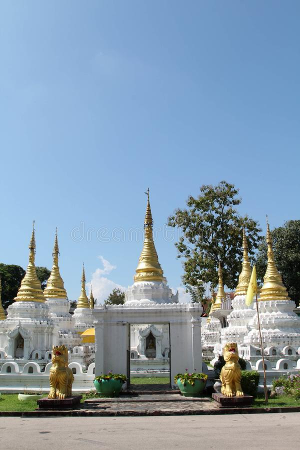 Chedi in Wat Chedi Sao Lang, Lampang stockbilder