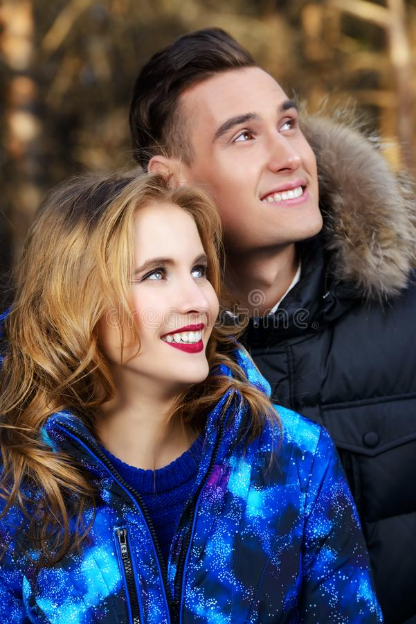 cheerful couple young στοκ φωτογραφία με δικαίωμα ελεύθερης χρήσης